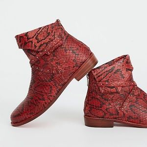 NIB Free People alamosa red snake skin ankle boot